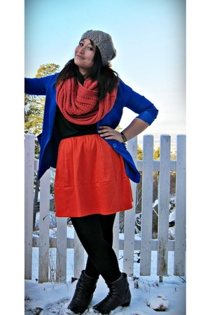 heather gray H&M hat - black Din Sko boots - blue H&M blazer - red H&M scarf