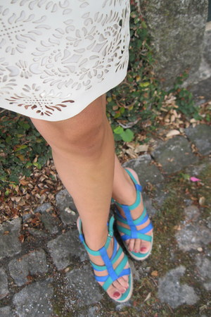 off white Zara skirt - Zara sandals