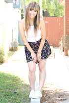 navy brandy melville skirt - white tank brandy melville top