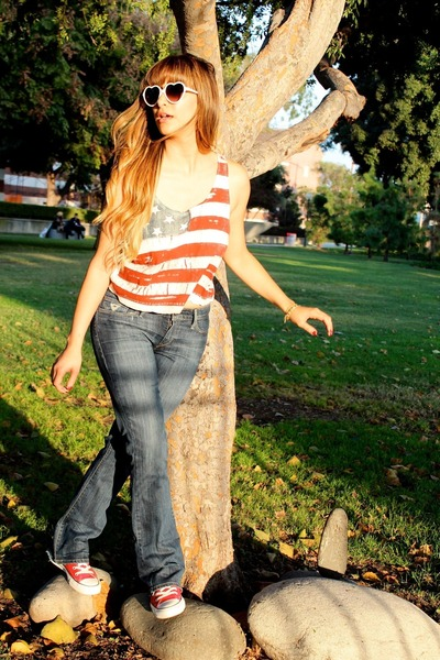 ruby red brandy melville top - navy slightly frayed Levis jeans