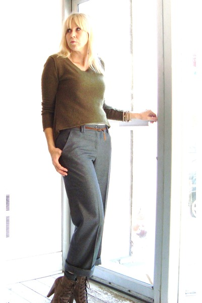 Gray Ted Baker Pants, Brown Colcci Boots, Green Line Sweaters ...
