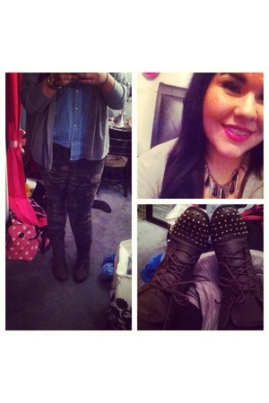 sky blue top - dark brown studded boots - camo print Forever 21 jeans