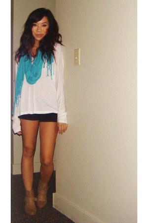 Forever21 boots - Forever21 scarf - volcom shorts - Forever21 t-shirt