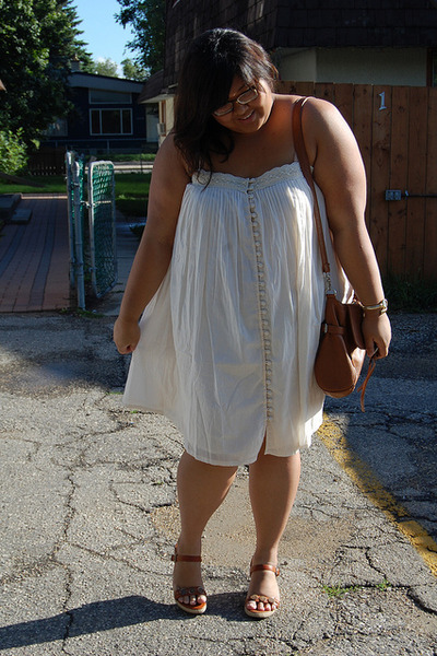 white asos dress - brown borrowed shoes - brown Paramix bag - gold avida accesso
