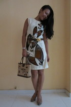 tan Salvatore Ferragamo shoes - off white vintage shift Alfred Shaheen dress