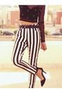 Black-round-romwecom-glasses-white-motelrockscom-jeans