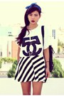 White-oversize-choiescom-t-shirt-black-stripes-romwecom-skirt