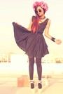 Cream-romwecom-shoes-black-romwecom-dress