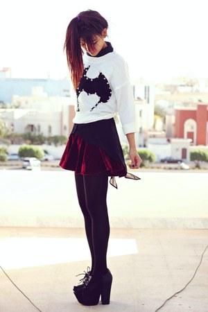 crimson velvet Romwecom skirt - black villain Blackmilkclothingcom top
