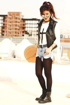 black round Romwecom glasses - black leather Sheinside vest