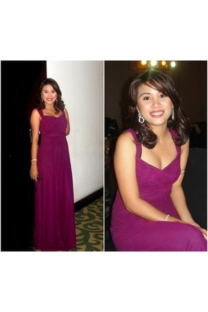magenta flowy long gown Naf Naf dress - white earrings