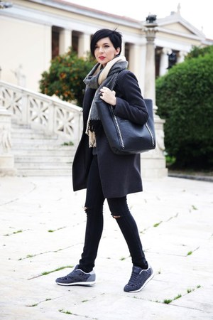 Jagger coat - Mango jeans - shein bag - Koton blouse - Reebok sneakers