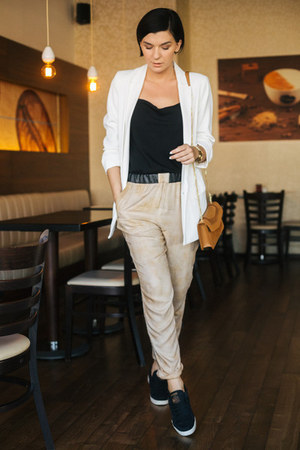 tawny OFINGER STORE bag - camel CREAM of Scandinavia pants