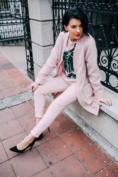 light pink Danica Aleksić coat - light pink JKobald t-shirt