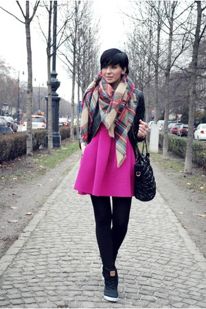 beige Zara scarf - hot pink OASAP dress