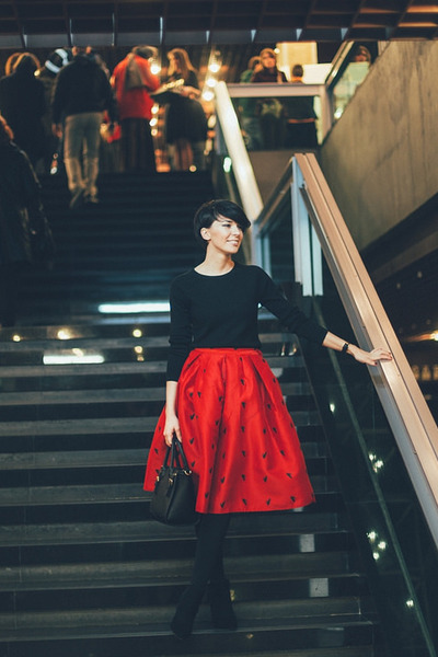 ruby red Sheinside skirt - black Koton shirt - black lindex bag