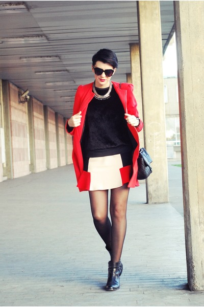 eggshell Zara skirt - black Momenti boots - red Sheinside coat
