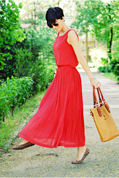 tawny herejcom bag - coral herejcom dress - dark brown non branded flats