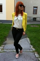 black waxed Pepe Jeans jeans - yellow collarless H&M blazer
