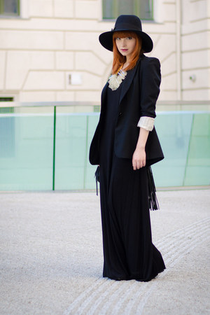 Tobi dress - Fedora hat - Zara blazer - fringed H&M bag