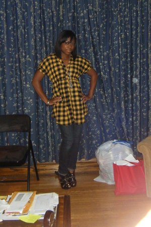 yellow unknown shirt - blue PacSun jeans - black deron shoes - silver thrifted a