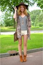 cafe moda boots - Forever 21 hat - River Island shorts - Zara t-shirt - H&M vest