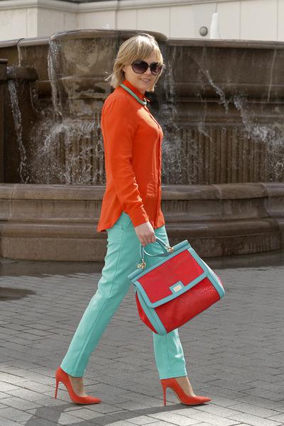 red Dolce&Gabbana bag - aquamarine Libellulas pants
