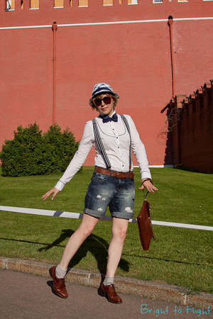 blue H&amp;M hat - off white G-Star shirt - crimson longchamp bag