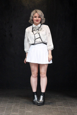 American Apparel skirt - white button up cotton on top