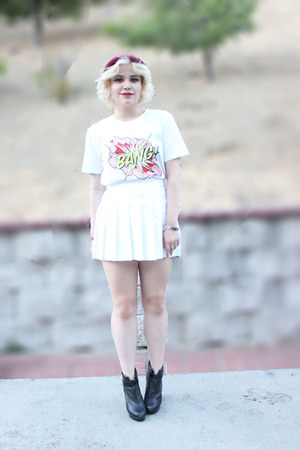 white cartoon Front Row Shop top - white pleated American Apparel skirt