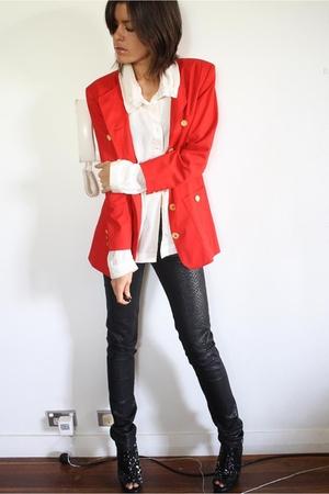 red blazer - white blouse - black H&M jeans - black Senso Diffusion boots