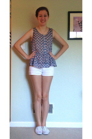 periwinkle floral Charlotte Russe top - white shorts