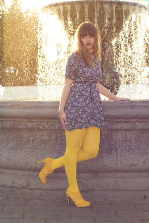 yellow Liliana shoes - navy floral no brand dress - yellow tights - black Zara b
