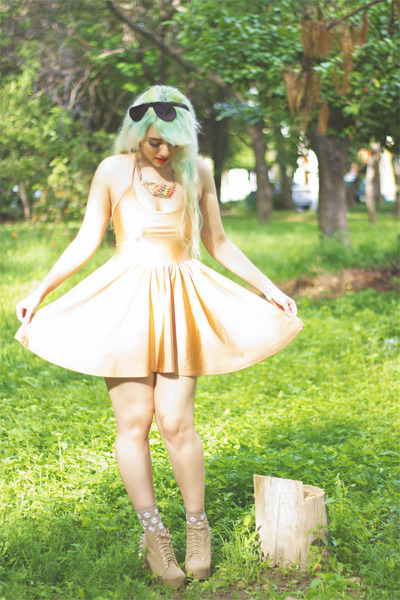 gold feather Zara necklace - nude American Apparel dress