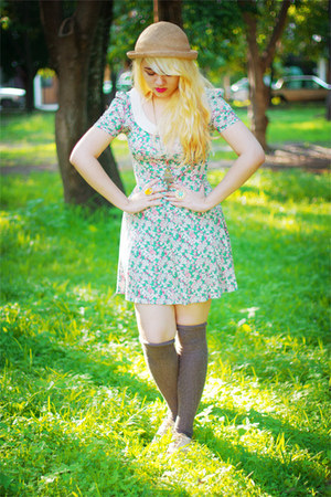 beige vintage hat - gold Qupid shoes - sky blue Zara dress
