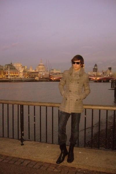 Pepe Jeans jeans - Zara shoes - Burberry coat - rayban sunglasses