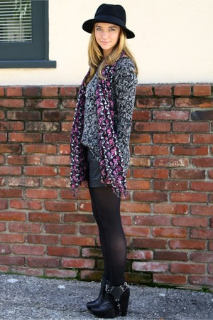 black zoe sam edelman boots - dark gray knit Forever 21 sweater - pink Urban Out