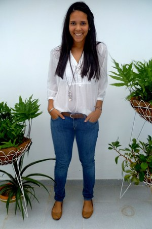 white hym blouse - navy hym jeans - brown pull and bear belt