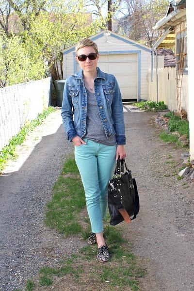 black shoes - heather gray t-shirt - aquamarine pants