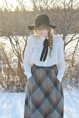 heather gray vintage skirt - white Jacob shirt - black thrifted belt