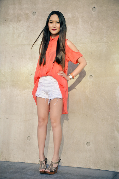 salmon cutout foreign exchange top - white distressed Levis shorts