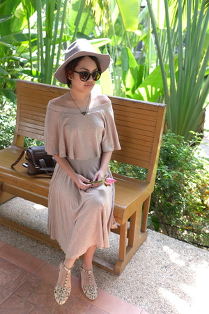 Spicy Green Mango dress - H&M hat