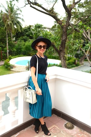 Tomato skirt - H&M hat - Celine bag