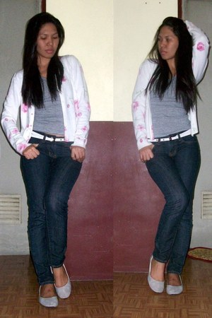 pink cardigan - navy jeans - heather gray top - heather gray flats - white belt