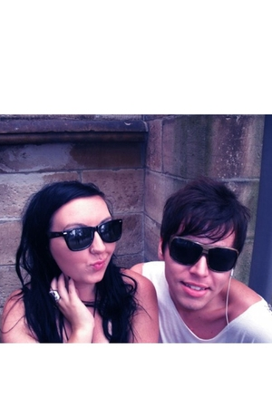 black Raybans sunglasses