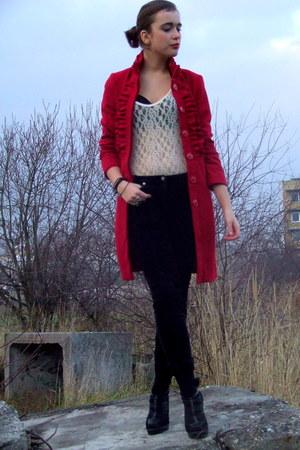 ruby red Mohito coat - black papa jeans jacket - black Catwalk shoes - ivory vin