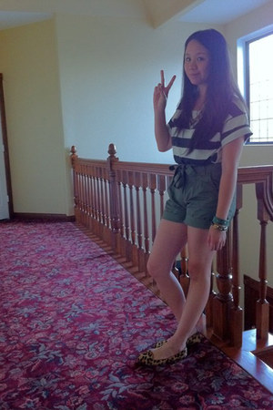 tan leopard print Jeffrey Campbell loafers - olive green H&M shorts