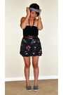 Black-forever-21-top-gray-forever-21-skirt-gray-urban-outfitters-shoes-gra