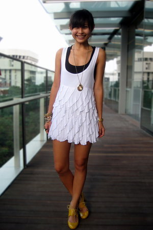 white mphosis dress - yellow mustard Schu shoes - black tank Pull &amp; Bear top