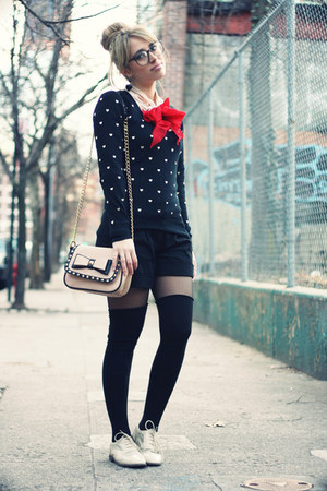 black vintage sweater - eggshell Aldo bag - black Brandy &amp; Melville shorts